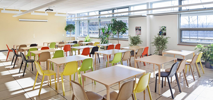 Photo of a classroom at the Center for Sustainable Landscapes in Pittsburgh, Pennsylvania that has natural daylighting, natural ventilation, and healthy materials.