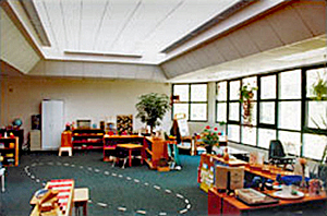 Montessori classroom with roof monitors providing daylight and improved acoustics