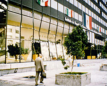 Photo of building with glass damage in Mexico City after earthquake