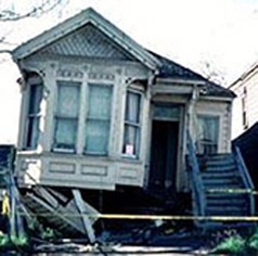 Photo of the exterior of a house damaged by an earthquake