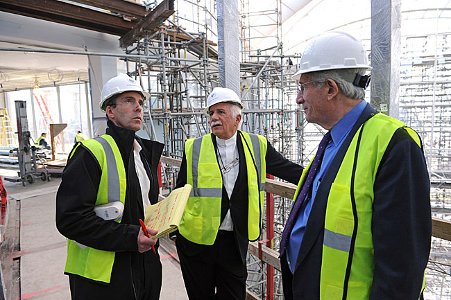 Paul Gross and USIP Pres Richard Solomon meet during construction